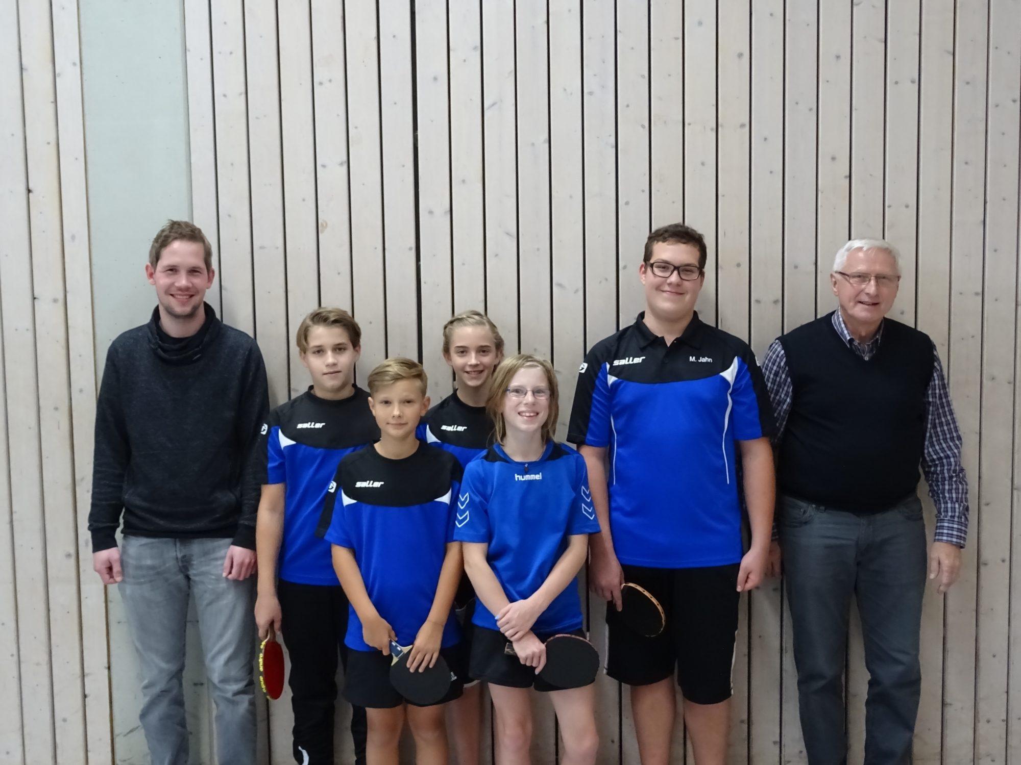Von links: Trainer Thomas Lippert, Jannik Wilhelmy, Manuel Seel, Hannah Fritsche, Miriam Schwarz, Manuel Jahn und Trainer Günther Goller.